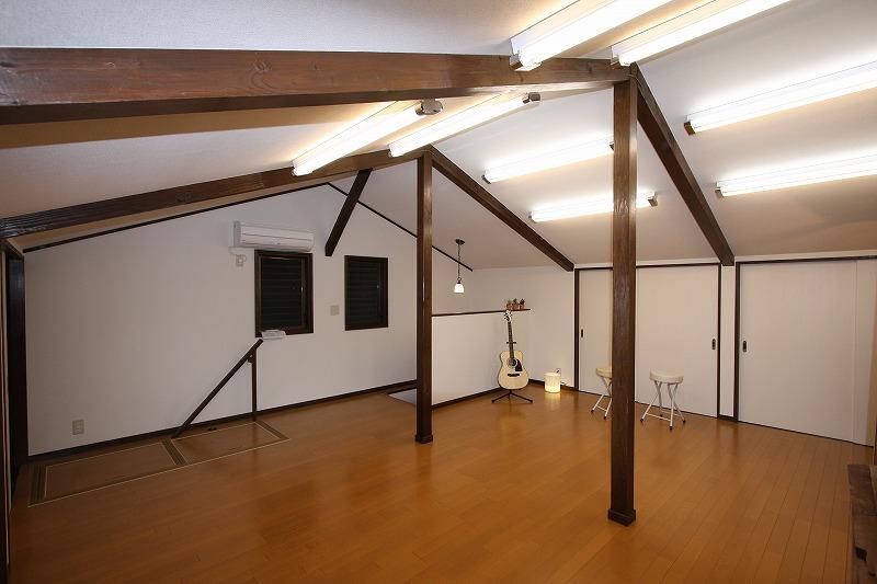 勾配天井のロフト空間