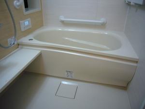 浴槽奥の横手すりがあれば、安心して入浴できます