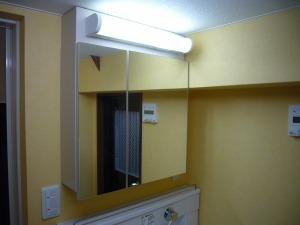 洗面化粧台とミラー収納はセパレート式に分けました