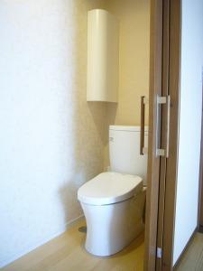 入り口が大きくとれる引き戸のトイレ