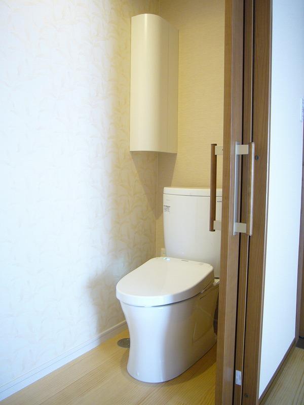 出入りしやすい引き戸のトイレ