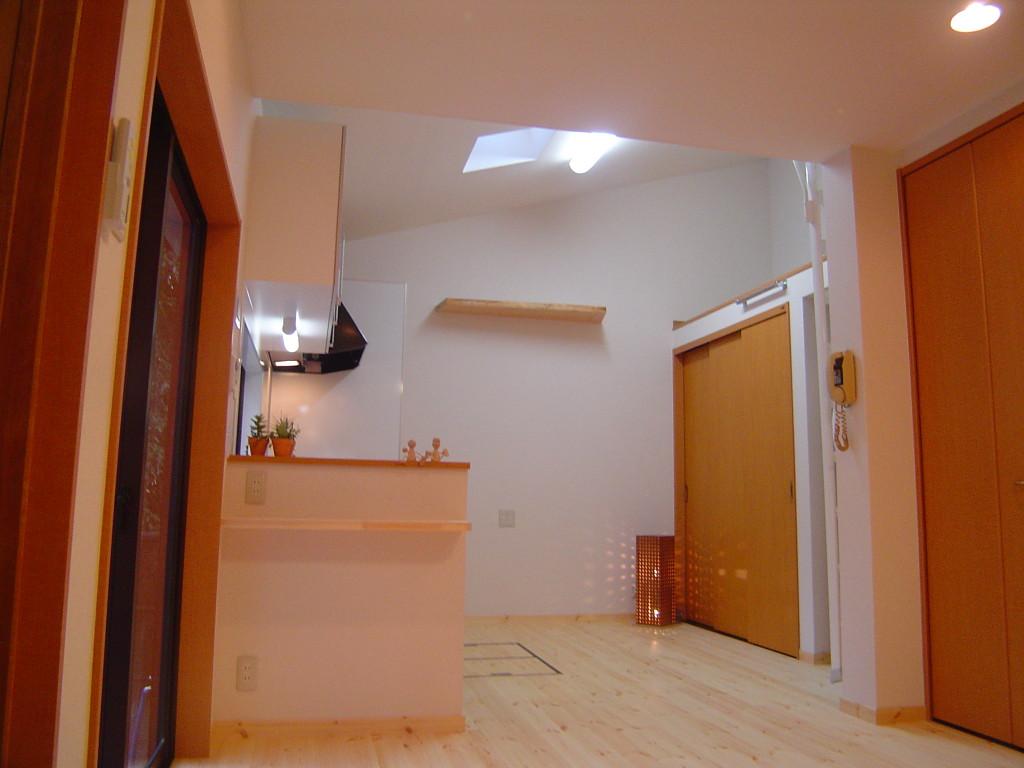 勾配天井で開放的なキッチン