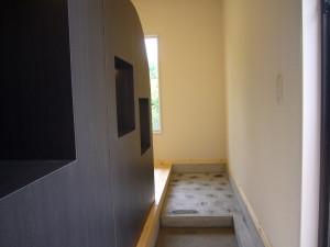 玄関からの土間は、那智石の一二三石
