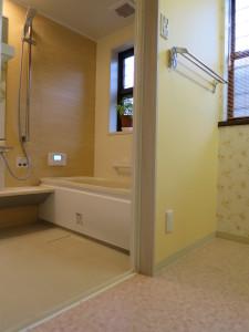 楽に入れる浴槽のまたぎ高さ