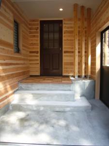 別途工事で風除室をもうけました