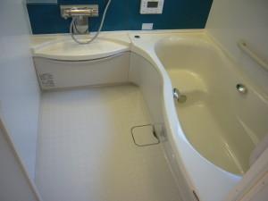 洗い場を広く使うアールラインの浴槽