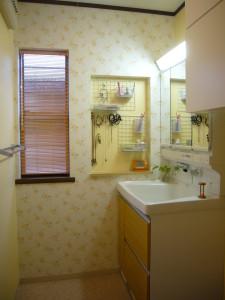 洗面横の壁面を埋込ニッチに