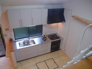 ロフトスペースよりキッチンを見る