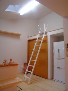 可動式のロフト梯子