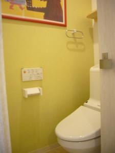 アクセントカラーを使ったトイレ