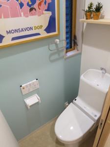 1階のトイレはブルー系