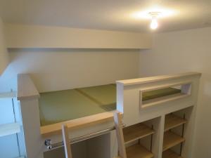 畳で仕上げた上段のベットスペース