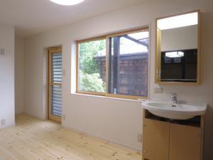 窓やドアは断熱性能の高いものに変更
