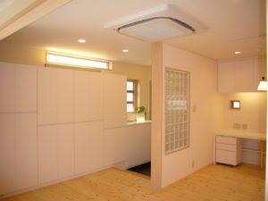 防犯性能の高い家具上の横長のFIX窓