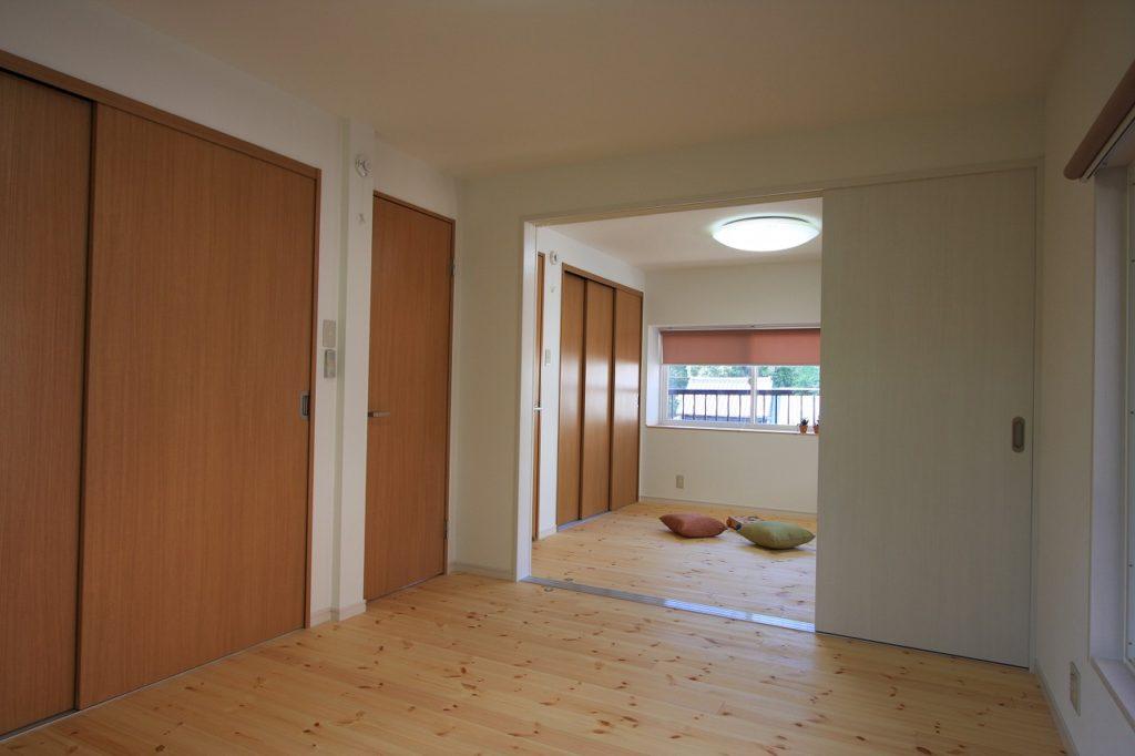 夫婦別室リフォーム 片引き戸 2部屋に分け、引き戸建具で仕切る