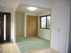 開けると開放的に使える2方向開口も部屋