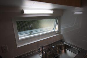 キッチン窓は滑り出しタイプの窓